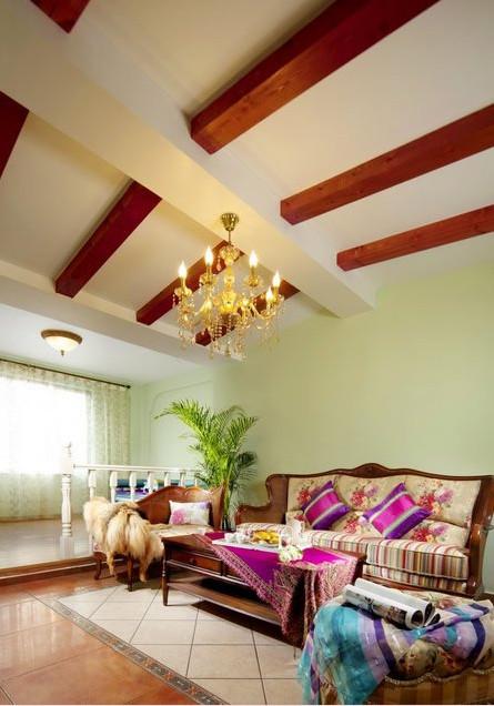 客厅吊顶采用木线条,算是一个亮点,将海景房的元素融入进来,更加逼真