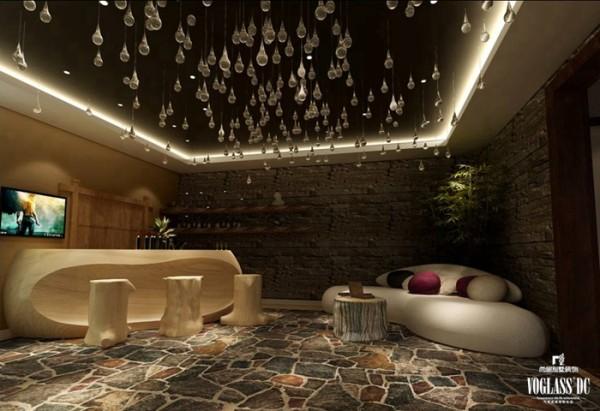 步入地下一等的酒吧,所有人的表情都是惊讶的,从没有见过如此质朴的酒吧。石铺花纹的地面,原木式吧台,还有满天星式的水晶吊坠,只想坐下喝一杯酒.如果加上爵士音乐的话,这就是狂野的party!
