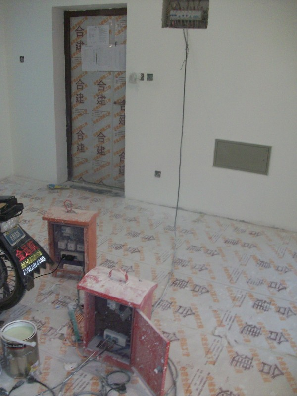 合建配电箱,装修期间所有用电,从入室主电缆接线,避免装修期间,大功率电器对已布电线的损害。