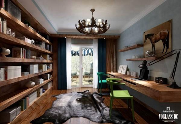 书桌背面的书架墙让人不禁联想主人的文化深度与内涵,满室墨香,宁静祥和。同样的,推开书房对面的玻璃门,出现一个露台,当眼睛看书劳累时,走到露台,极目远眺,歇息片刻更保护眼睛。