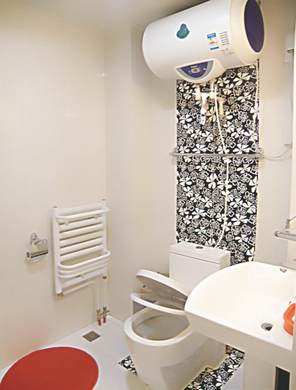 实创装饰老房装修-这是装修完的卫生间效果,漂亮的拼花、简单干净的墙面,既满足了功能性的需求,又美观大方。