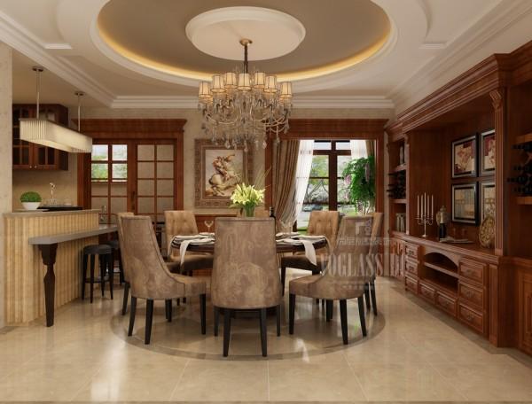 餐厅的装修设计总体给人的感觉也是非常的稳重大气,餐厅不仅作为日常的家庭用餐使用,而且在周末兼作聚会的用餐之地!设计上功能颇多!