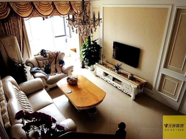 把原有的北向次卧室改成餐厅,使厨房和餐厅在一个空间方便使用。