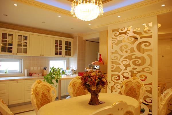 厨房餐厅一体式的,开放式厨房拉大了空间感