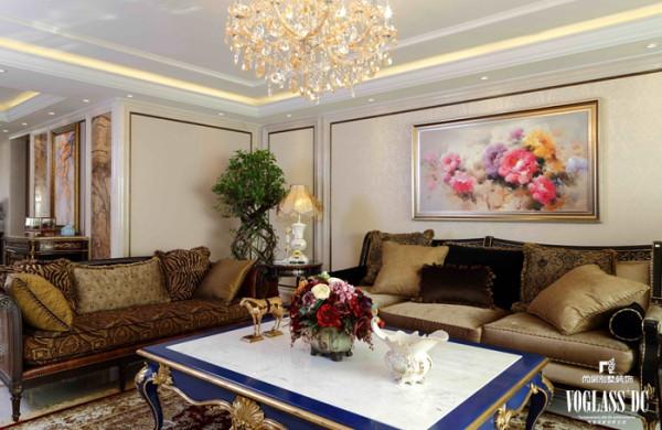借用纷繁复杂的线条、图案和色彩等元素,着重协调搭配,细节上谨慎考究墙面、地面、棚顶和家具的选材和陈设,将它们完全融合在室内中,充分地表现出了古典文艺的主题,使空间既温馨、浪漫、贵气十足,又不失艺术底蕴