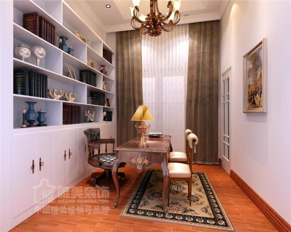 书房有一排白色漆的书柜,摆放各种书籍和资料,也许不是常用的区域,没有很复杂!