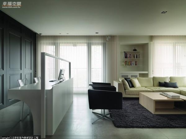 线条细腻中,王俊宏以LED灯带做入照明机能,简化出一贯的俐落。