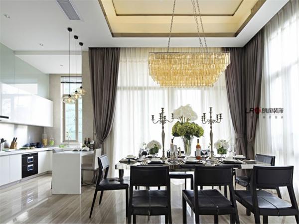 餐厅吊顶,华丽吊灯,桌面搭配,简繁搭配效果极好!