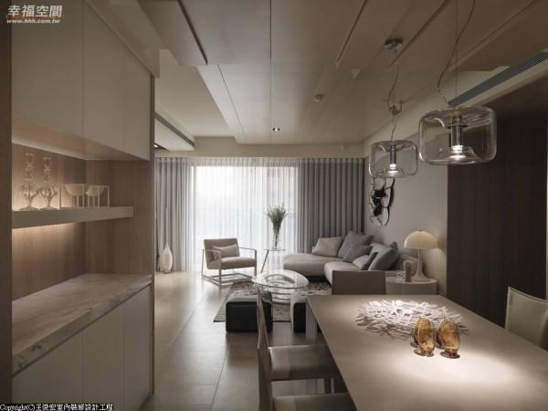 开放式的客餐厅规划,让空间视感更显延伸穿透。