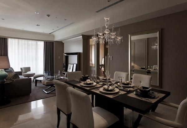 餐区的空间不是很大,但是对于一居室的格局来说,居住人口有限,所以,可以减小餐桌尺寸,增加餐边柜、酒柜或是设置卡座等方案。