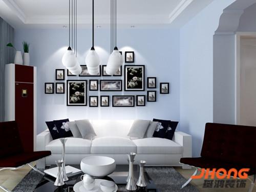 空间整体的黑白灰色调协调统一,加之几点彩色装饰的设计让人有一种淡雅从容的感觉,墙上的白色壁灯仿佛讲述着一段传奇,亦或一段历史,更多的是在 诉说一个又一个漫长而悠远的生活故事。