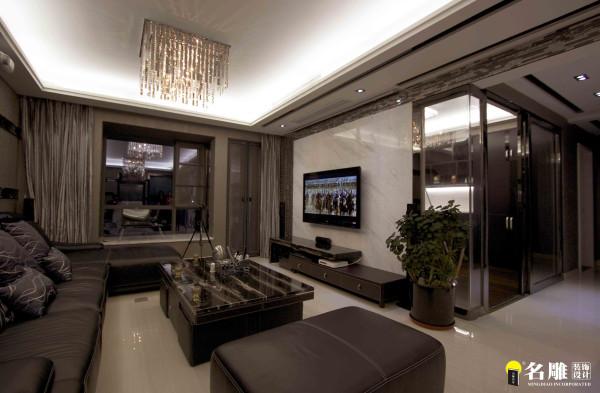 名雕装饰设计——客厅电视背景:电视背景连接书房增大了客厅的视觉空间,将视线延续到书房空间