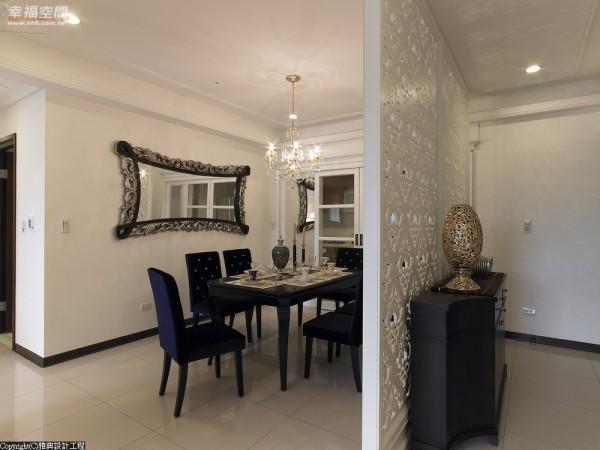 玄关端景后就是餐厅场域,雅典设计黄总监运用白色雕刻板巧妙隔区空间。
