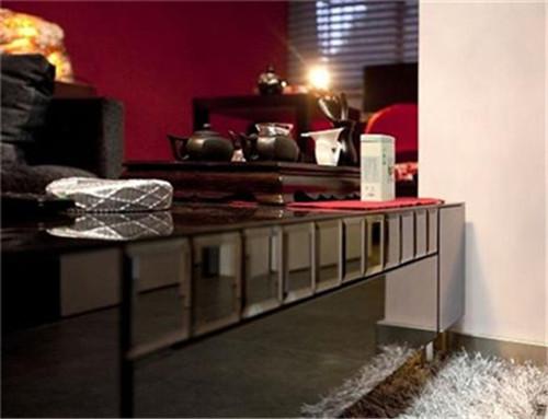 桌子,乍一看像不像钢琴烤漆的感觉,桌子上的茶具平时用的可勤快了。