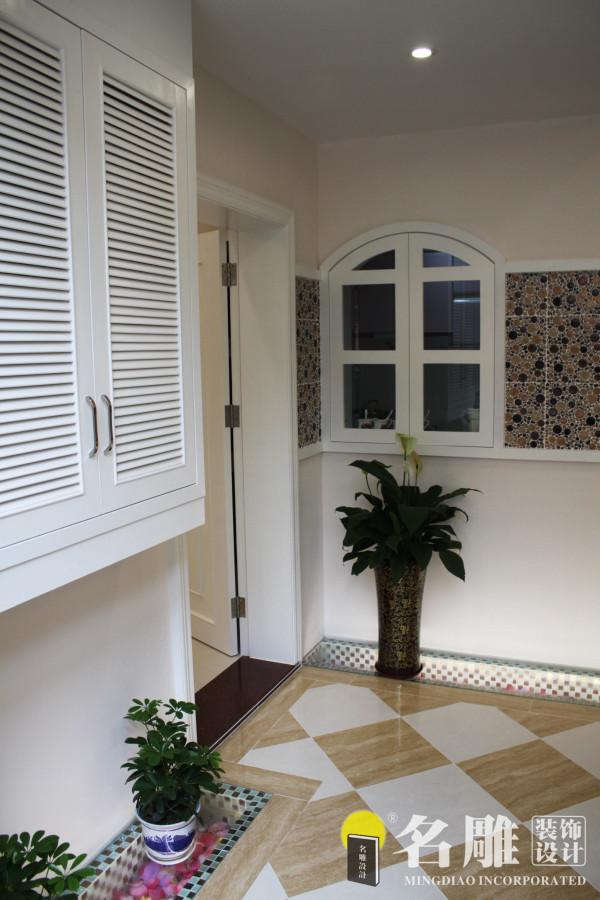 名雕装饰设计———墙柜:白色嵌入式墙柜,节省空间,功能实用。