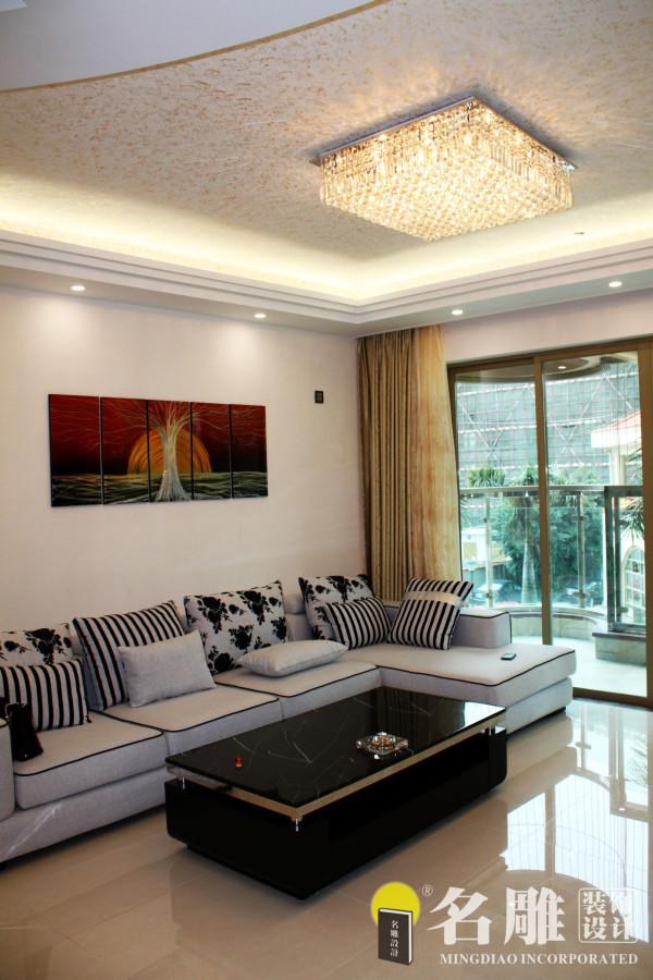 名雕装饰设计———客厅:整体以白色调为主,入户花园饰以马赛克,以灯光凸显。