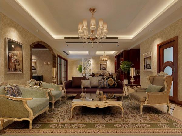 客厅展现其庄重大气的不凡气势,电视背景墙,用金箔、金色马赛克拼花装饰,在灯光的映像下金碧辉煌,加上水晶灯的绚丽衬托,一派皇家贵族的奢华。
