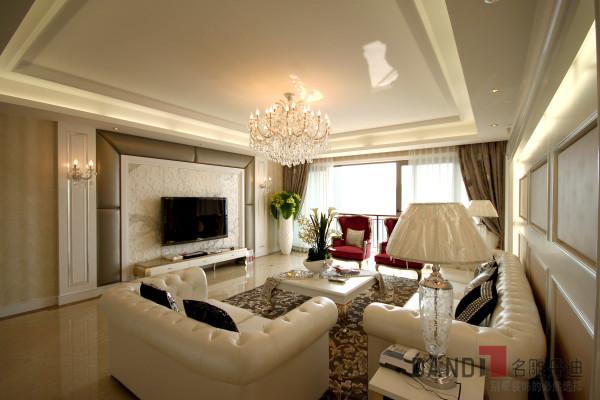 名雕装饰设计——客厅:以白色素雅为主要表现力,以银色线条为装饰,曲己的米色布艺暗花为装点,烘托出古典浪漫,奢华温馨的空间感受