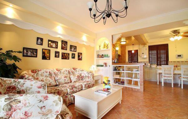 复古的地砖,奶黄色的墙面搭配着不繁琐的铁艺装饰墙