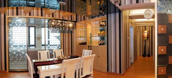 蓝岸丽舍 餐厅 餐桌