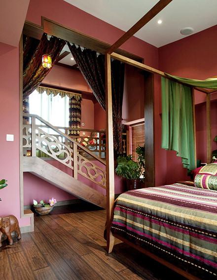 楼梯间和墙角的小饰物,也是女主人各地精心淘回来的。