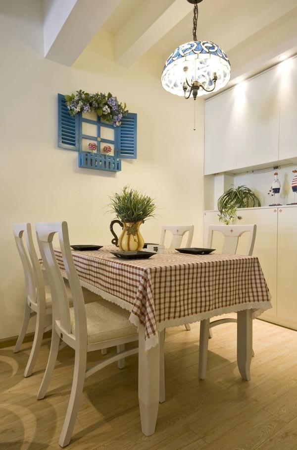 格子布的餐桌 田园风格尽显。