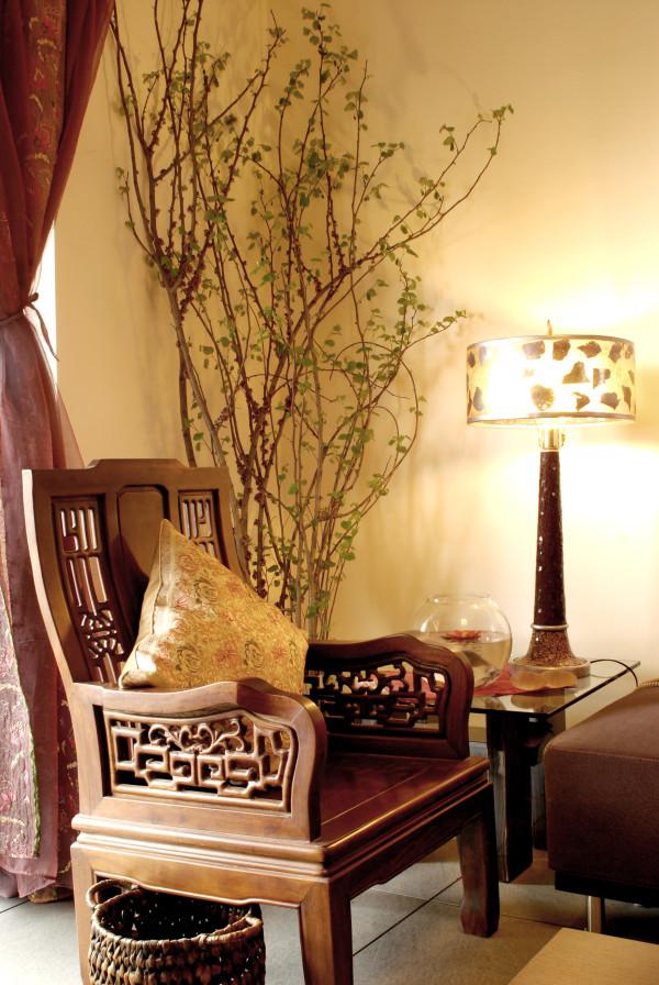 实木的镂空花纹家具,也能体现出业主的品味