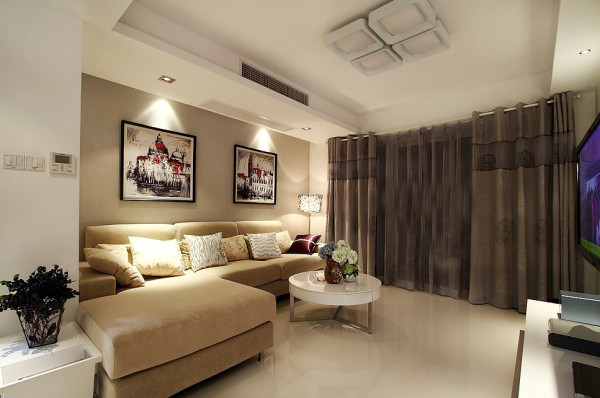 对于客户我运用了白、灰、米三种颜色,灰色的壁纸,米色的沙发,重灰色的窗帘搭配白色的地砖和墙面,整个家的厚重感与大气一并激发,但是又因为有暖色调米色不会使得空间看起来压抑沉重