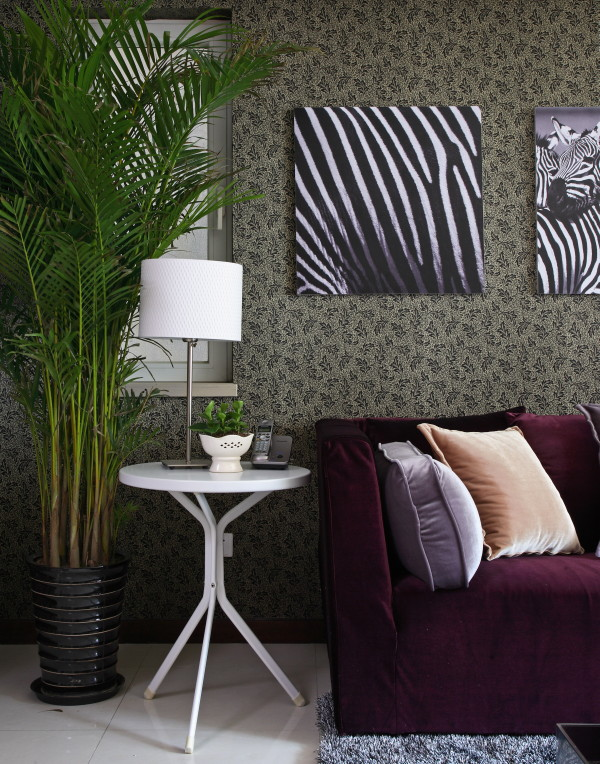 改造亮点:此方案设计为欧式古典主义风格,整个设计追求一种古典的神韵。电视背景墙以及卧室墙面的护墙板处理,使得空间线条丰富,层次分明。