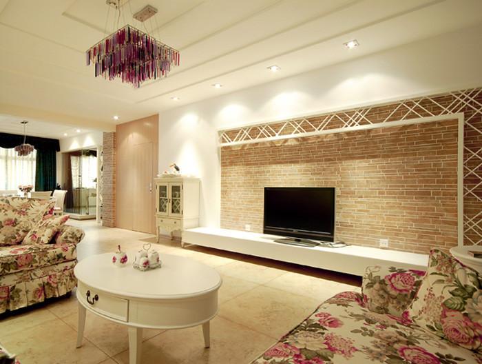 在这套现代简约风格客厅中,设计师并没有采用过多的与