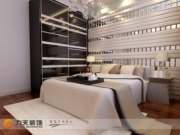 主卧室也是搭配一张双人床还有一个立柜