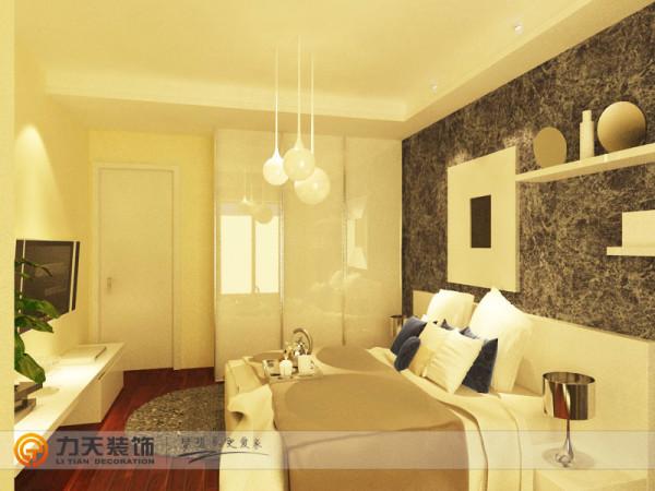 床头背景为深色壁纸,使空间色彩上产生对比效果