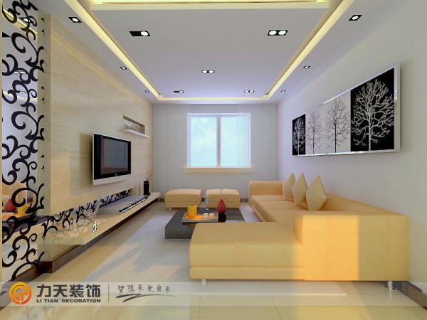 客厅影视墙采用镜面和黄色石膏板结合的方式做造型