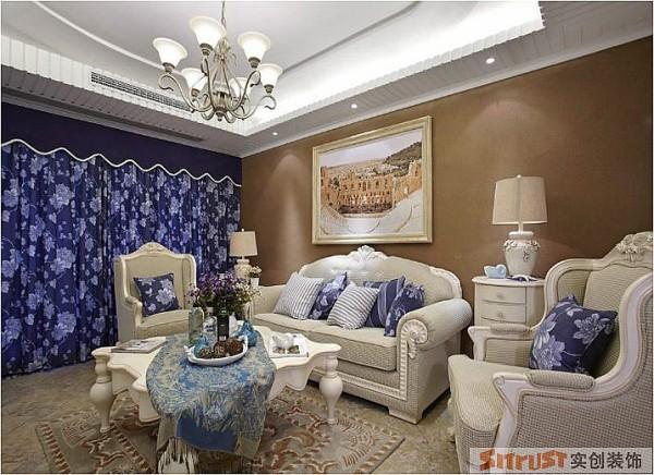 客厅 设计理念:运用色彩软装来满足地中海特色风格。 设计亮点:并没有用单一的蓝和白来搭配地中海风格,土黄和赭石也是地中海的常见颜色,他们分别象征着大地和泥土的颜色,在沙发背景墙运用这种深色调别有韵味。