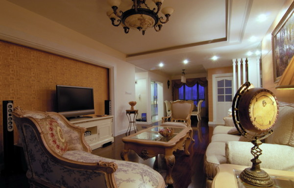 沙发在客厅家具的地位可谓举足轻重,不单沙发要舒服,款式和风格也得和客厅的整体装饰风格相配