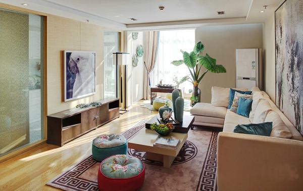 亮点:钢化玻璃墙很好的把客厅和书房间隔开来,也改善了走道的狭长和光线不足的缺点。