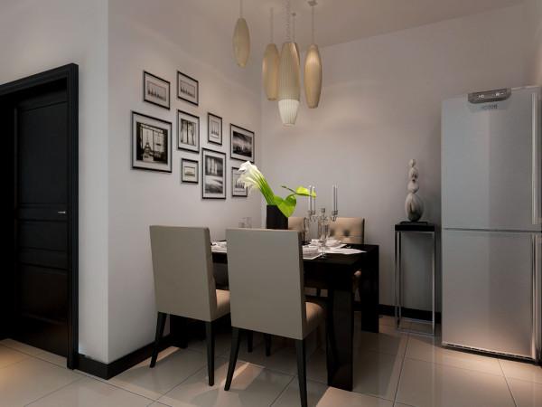 餐厅空间不是很大,因为是一家三口,所以设置在入户门走手边,黑白色调的餐桌椅,配上墙壁的黑白艺术照,整个空间的品味感油然而生。锥形吊顶同时增添了时尚气息。