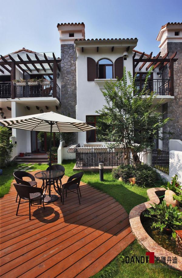 名雕丹迪设计——花园:实木地板搭配清新绿草,自然舒适,环保清新。