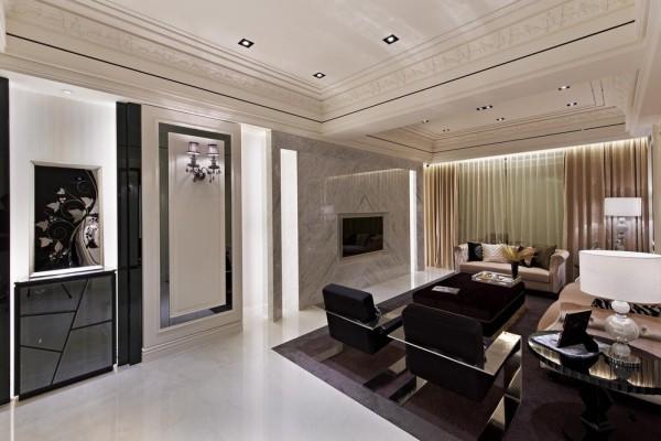 分割玄关与电视主墙的端景中界点,透过不规则黑镜柜体安排,让白净的空间有了段落表现。