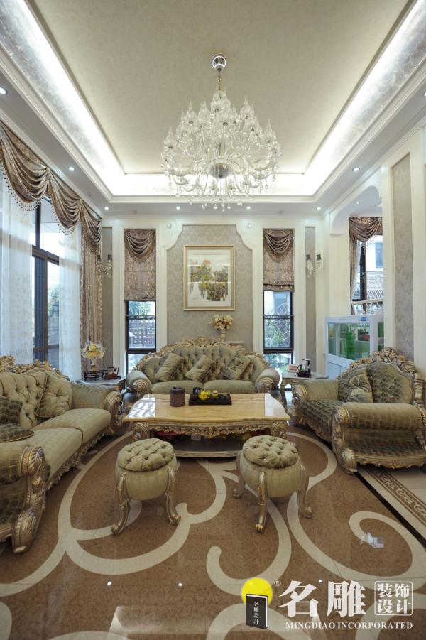 名雕装饰设计——客厅:色彩的搭配以白色和银色浅咖啡色的为主,让人放松,满足了客户的需求。