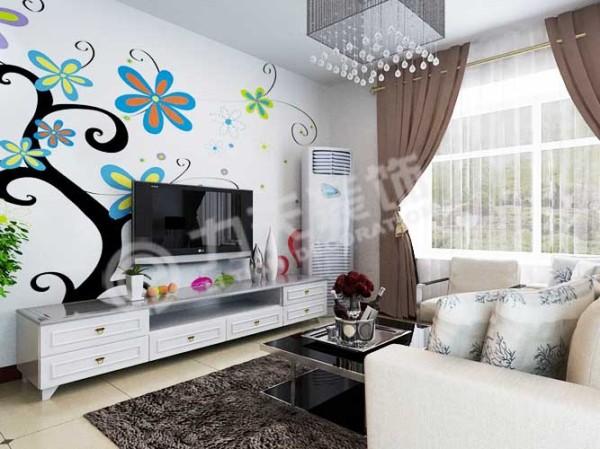 客厅尽头是一个宽大的飘窗,可以保证室内良好的采光