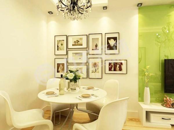 餐桌为白色。颜色间隔搭配明确
