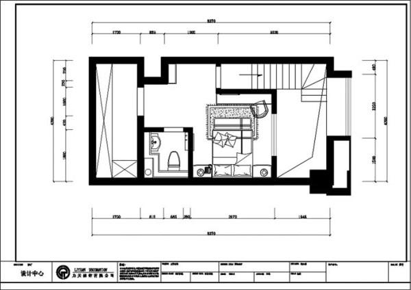 引梯而上,整个二层包括了一个卧室和一个卫生间,很适合作为隐蔽的私人空间,使主人不易被打扰。剩余的空间可以作为储物间。