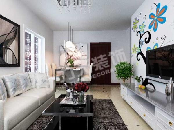 淡色沙发、深色地毯、藕荷色的窗帘,尽显居室是温馨的感觉。