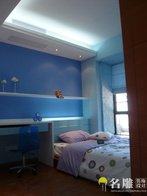 名雕装饰设计——儿童房:以蓝色为主色调,让整个房间充满梦幻色彩。