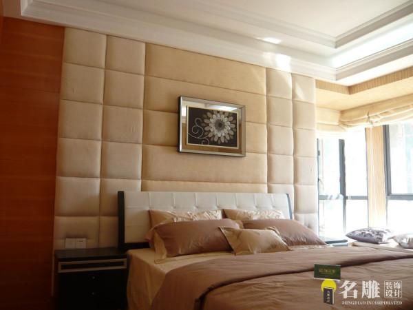 名雕装饰设计——卧室:以平实的米色系突显出空间的及至温馨和优雅。