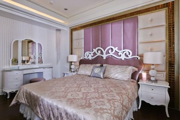 甜美的粉紫色为女孩房的主轴,双层金箔画框中间夹以茶色马赛克镜面,双粉色绷皮拼接公主般的梦幻气息。