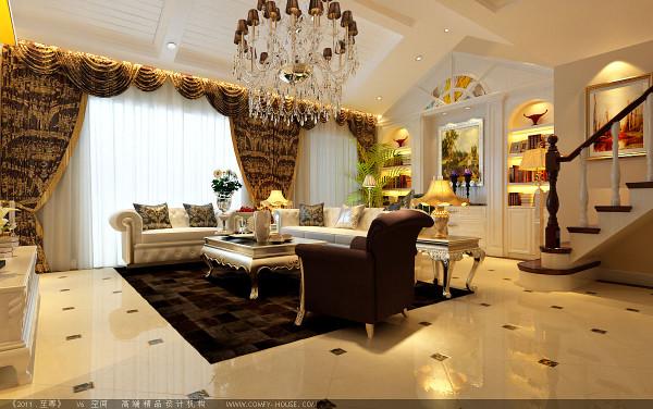 客厅鹅黄色的菱形铺砖、欧式的沙发、咖啡色的布艺窗帘,以及高贵的水晶吊灯,使得整个空间的欧式奢华感外露;吊顶挑空,设计师精心的处理,用乳白色的线条拼接,∏美观又环保。