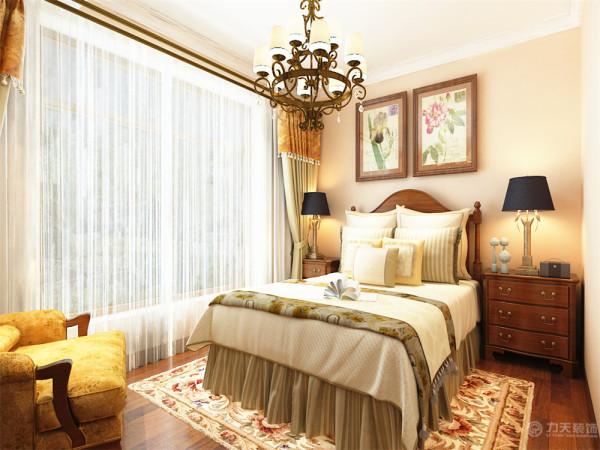 主卧室地面采用实木地板,健康环保。