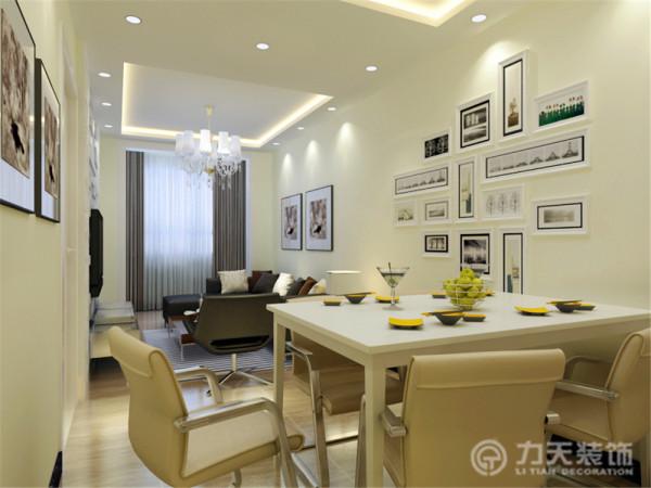 整体以暖色调为主,客厅、餐厅、卧室都设置了灯带,给家庭带来了温馨的气氛。